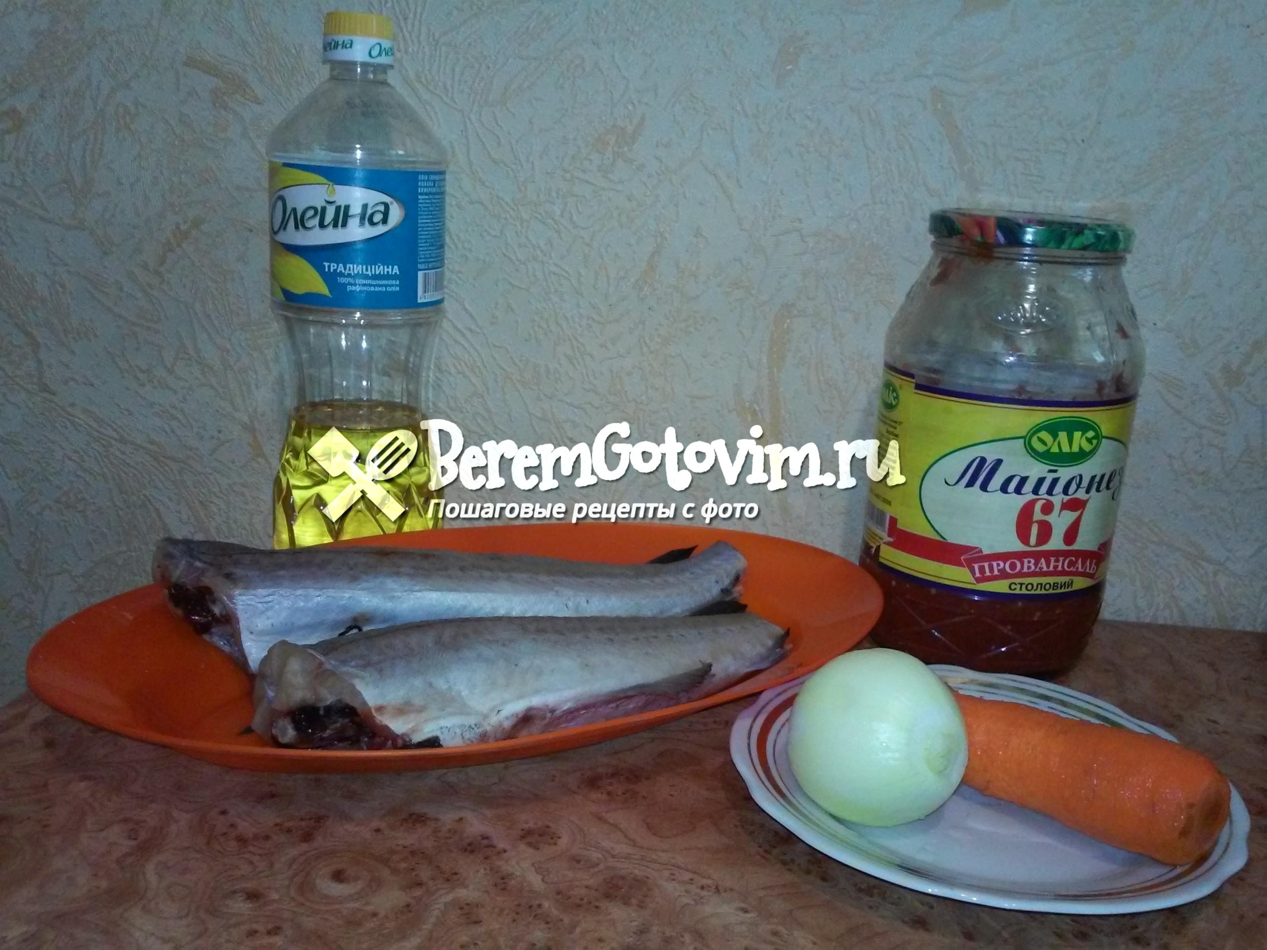 ингредиенты для хека, тушенного в томате