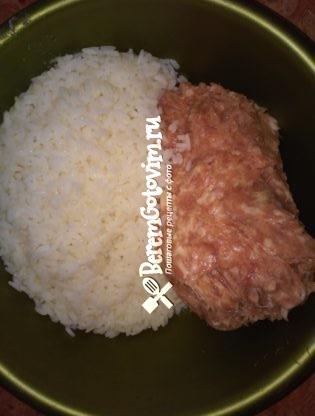 смешиваем-рис-с-фаршем
