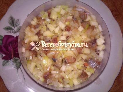 слой-селедки-с-яблоком-и-луком