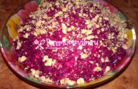 Салат из свеклы с орехами и чесноком