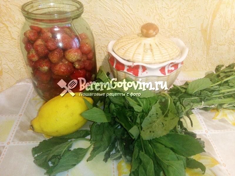 ингредиенты для лимонада из клубники, лимона и мяты