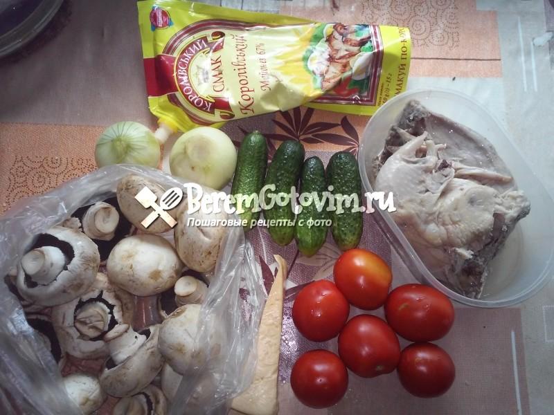 ингредиенты-для-салата-клубничка-с-курицей-и-гриюами