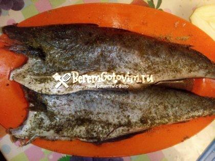 обмазываем-рыбу-специями