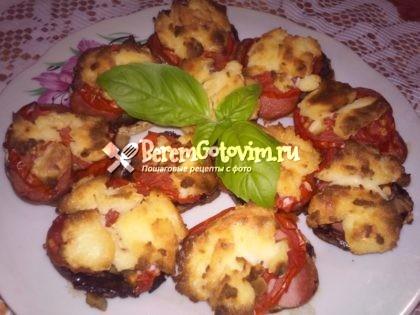 Шампиньоны, фаршированные начинкой для пиццы