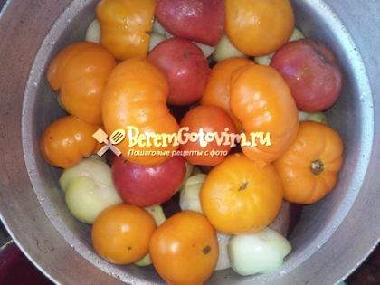 сверху-лука-помидоры