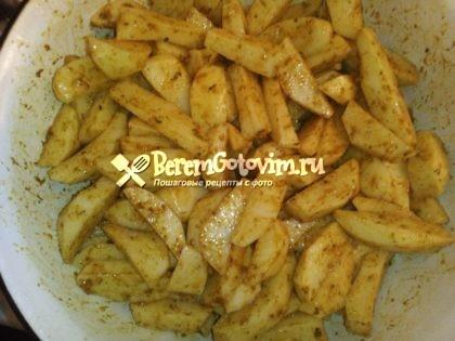 обвалять-картошку-в-смеси