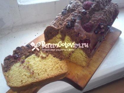 Шоколадный кекс с ягодами