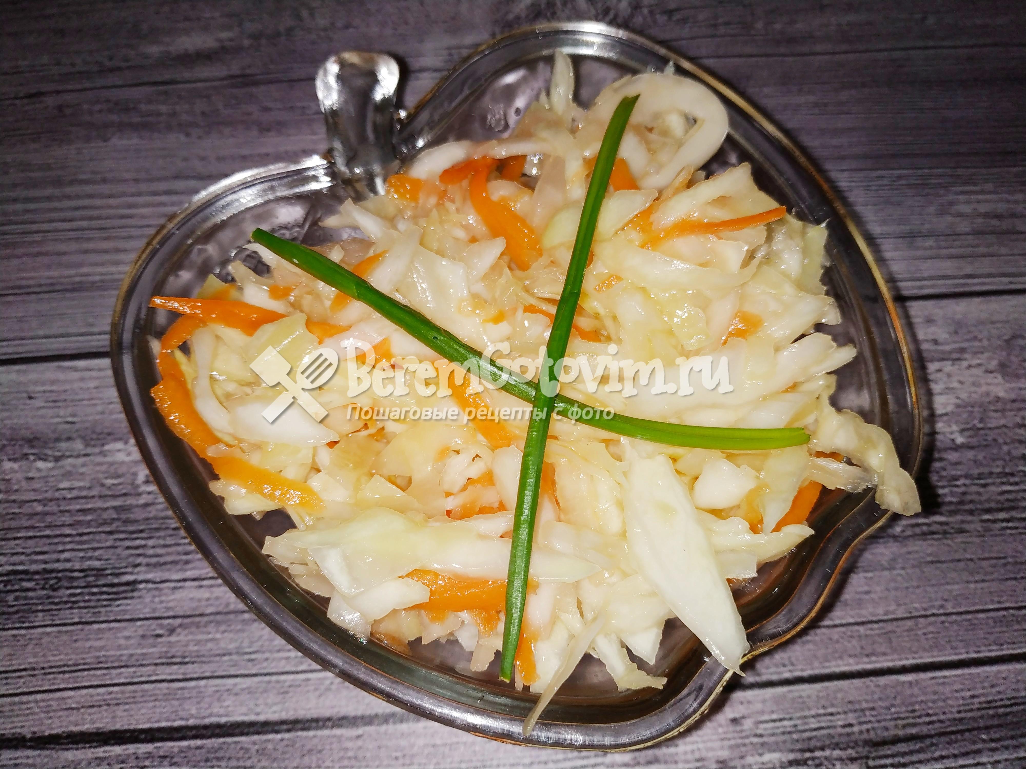 Сочный салат из капусты в маринаде