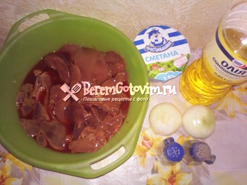 ингредиенты-для-куриной-печени-в-сметане-с-луком