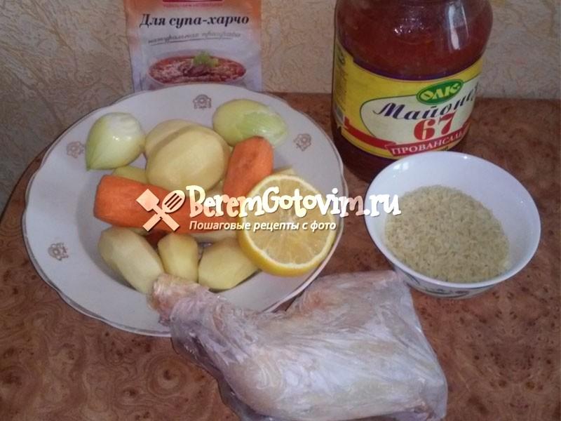 ингредиенты-для-супа-харчо-из-курицы-с-приправами.