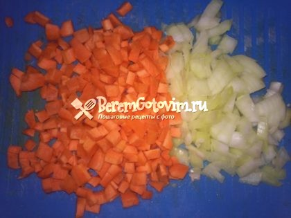 лук-морковь-режем-кубиками