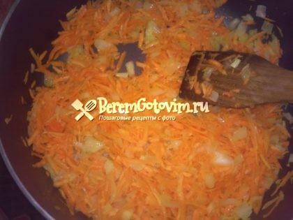 обжариваем-лук-морковь.