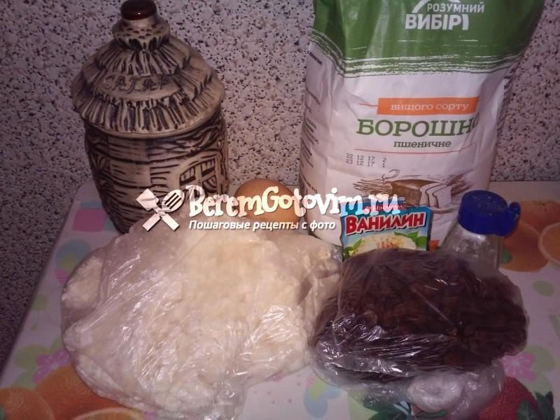 ингредиенты-для-ленивых-вареников-из-творога-с-изюмом