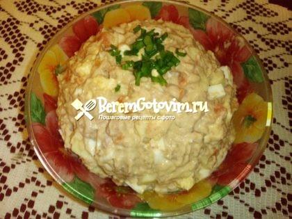 Праздничный салат с тунцом и яблоком