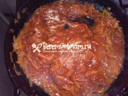 добавляем-томатную-пасту