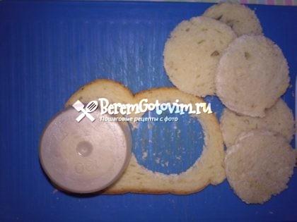 вырезаем-из-хлеба-круги