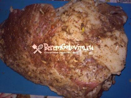 обмазываем-мясо-специями