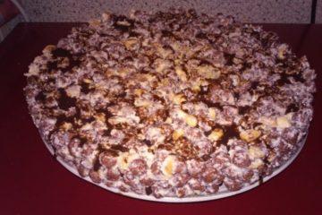 Хрустящий торт из шоколадных шариков