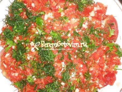 заливаем-помидоры-рассолом