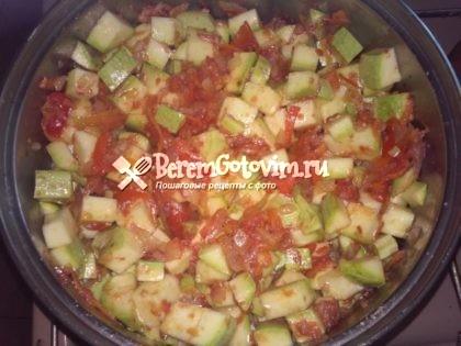 добавляем-кабачки-перец