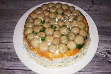 Салат «Грибная поляна» с шампиньонами