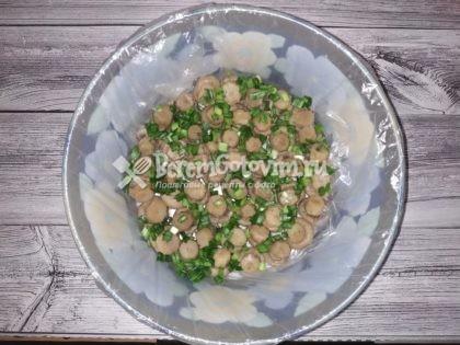 посыпаем-грибы-зеленью