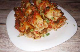 Каннеллони с фаршем в томатном соусе