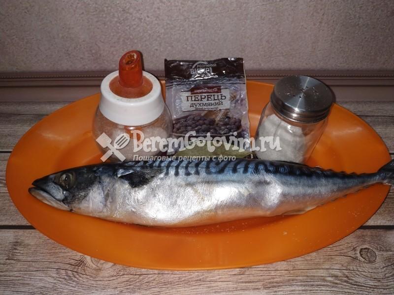 ингредиенты-для-соленой-скумбрии-в-пряном-рассоле