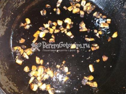 обжариваем-грибы-до-готовности