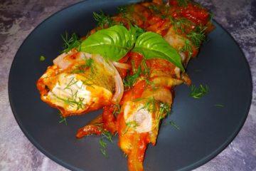 Хек в томатно-луковом соусе