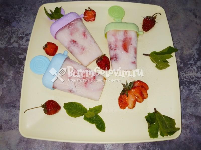 Мороженое из йогурта с клубникой
